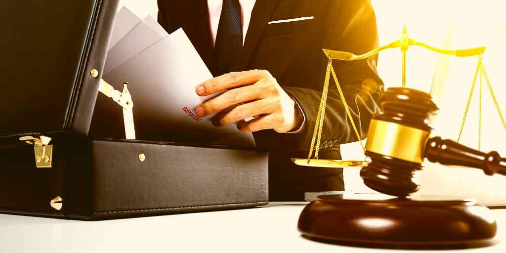 همایون شاهینی وکیل پایه یک دادگستری در مسائل حقوقی و کیفری